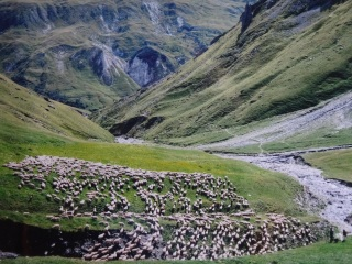 En direction du col du Châtelard via Bourtacombe, vallée des Encombres